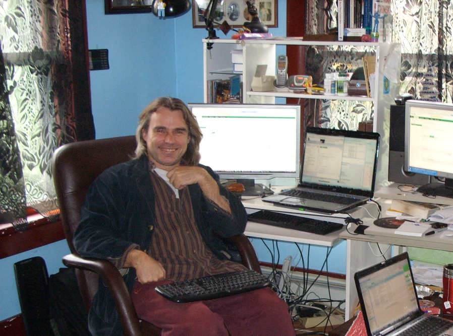 Ryszard in his home office (2009).